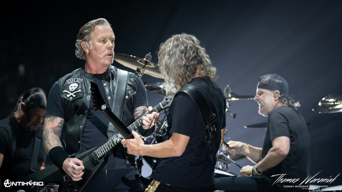 Concert Review and Photos: METALLICA HardWired in Kansas